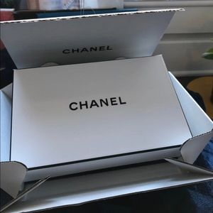 👑 Chanel Gift Box With Wrapping Tissue